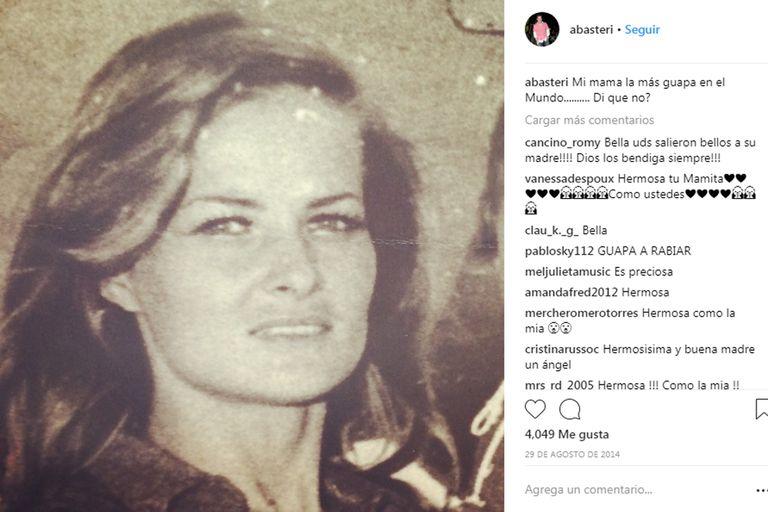 """""""Mi mamá, la más guapa en el mundo"""", escribió el empresario junto a una foto de Basteri en su juventud"""