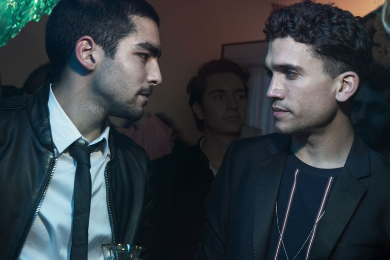 El actor que interpretó a Denver en La casa de papel, junto a Omar Ayuso, en una escena de lo nuevo de Netflix