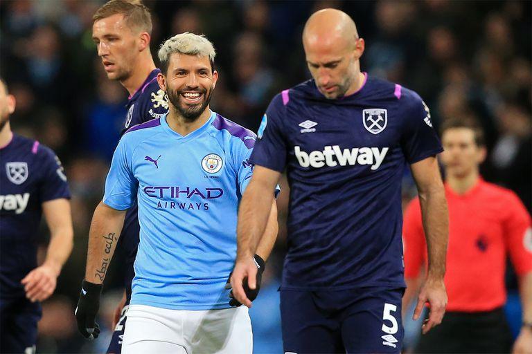 """Compañeros durante años en el City y en la selección. Agüero y Zabaleta se enfrentaron en febrero cuando el fixture cruzó a los """"ciudadanos"""" con West Ham"""