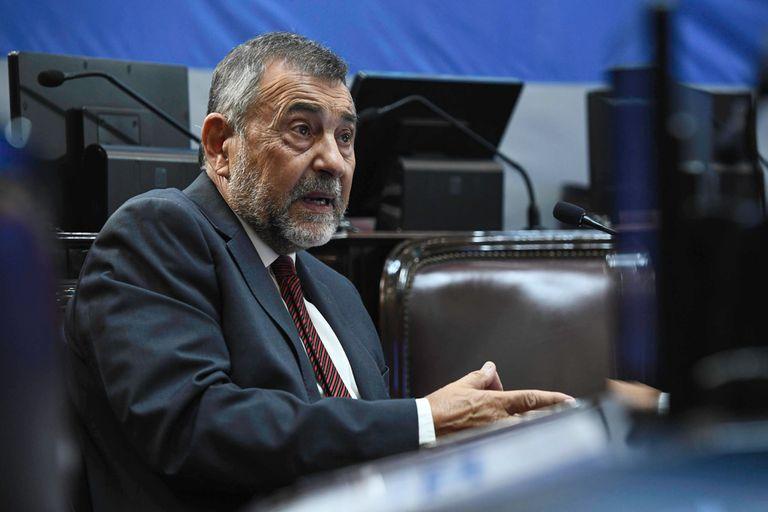 """Carlos Caserio aseguró que el blanqueo """"permitirá que incontables familias argentinas recuperen su sustento económico"""" en el corto plazo; la oposición cuestionó que se aplique solo a la construcción"""
