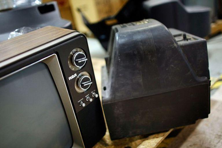 Los viejos modelos analógicos deberá emplear un conversor especial, que en algunos televisores digitales ya traen incorporado