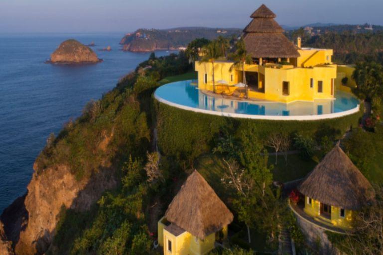 "La increíble casa mexicana con ""pileta infinita"" donde vacacionan las Kardashian"