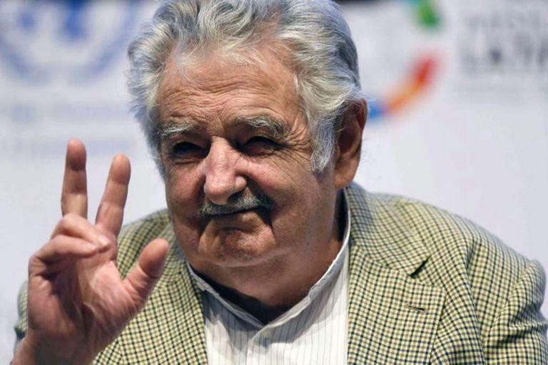 """El ex presidente uruguayo dijo que """"ese bichito (por el coronavirus) ha demostrado la cantidad de cosas superfluas que tenemos"""""""