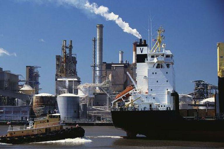La OMI espera reducir hasta en 77% las emisiones de gases contaminantes de la industria naviera mundial