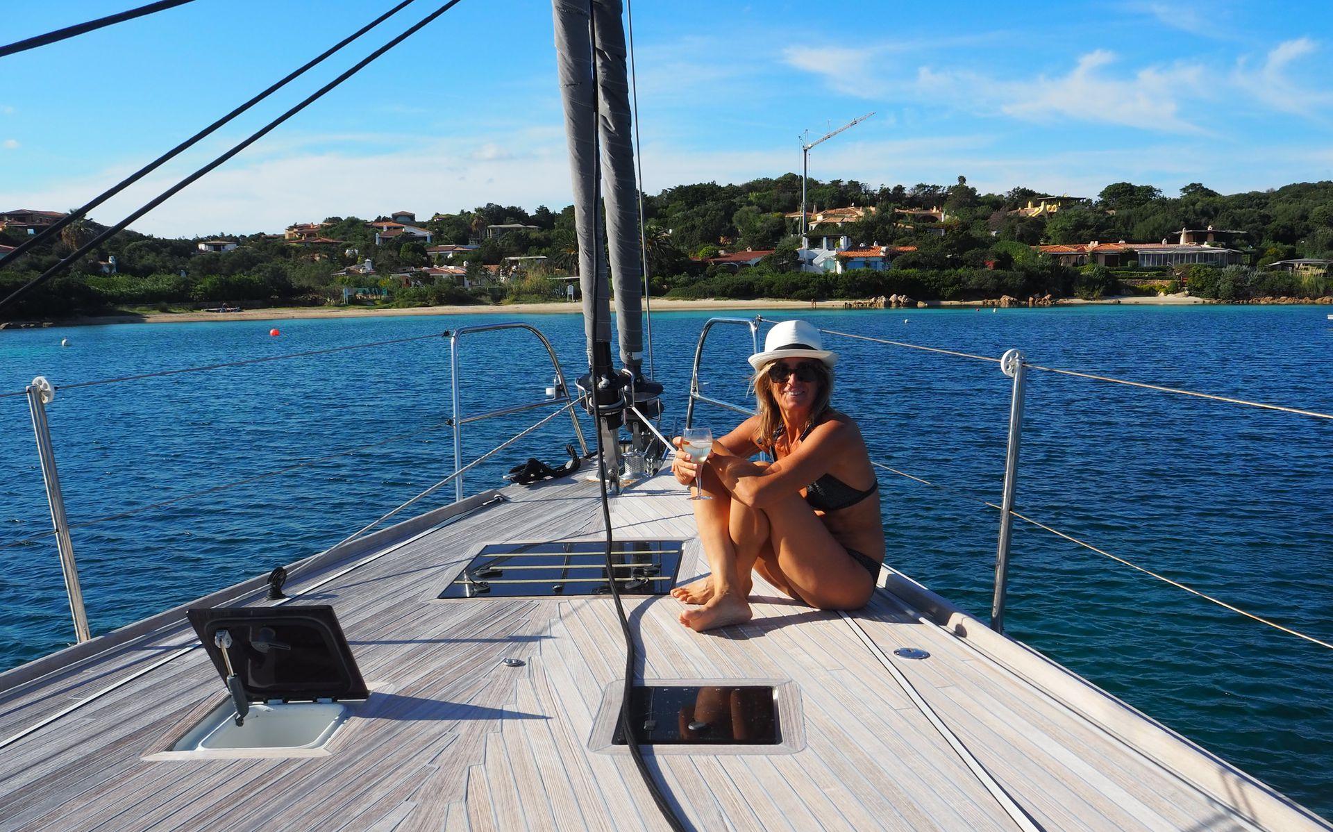 Mercedes Bédère dice que navega desde que tiene memoria. En Buenos Aires lo hizo en el Río de la Plata. Hoy recorre el mundo en un barco junto a su marido.