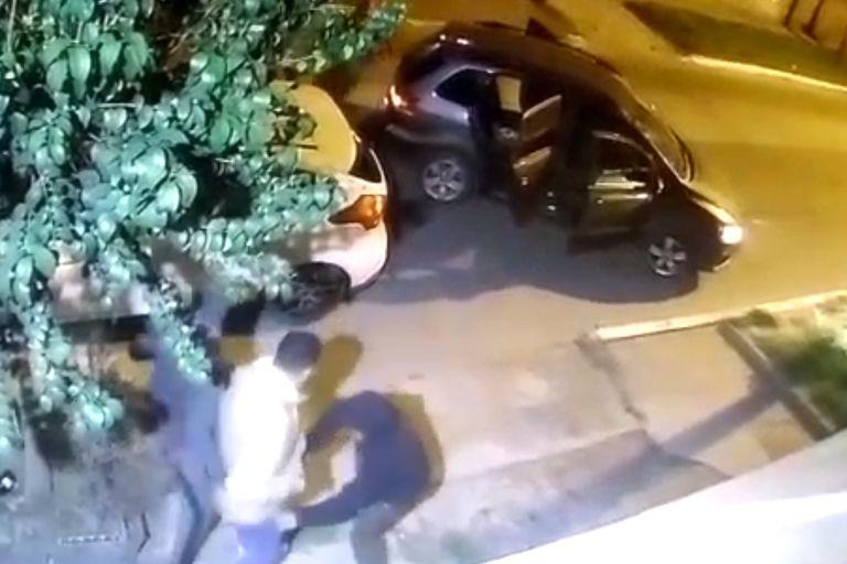 """Asalto """"piraña"""": veloces, violentos y armados para robar un auto en La Matanza"""