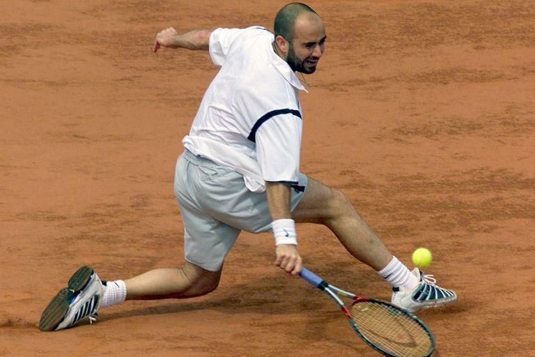 Agassi en París: perdió dos finales a principios de los noventas, antes de redimirse con una victoria inolvidable sobre Medvedev