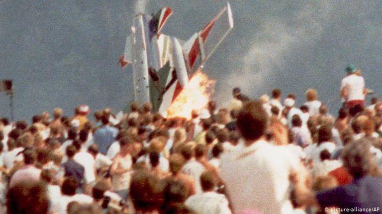 La exhibición aérea italiana que se salió de control y mató a 70 personas