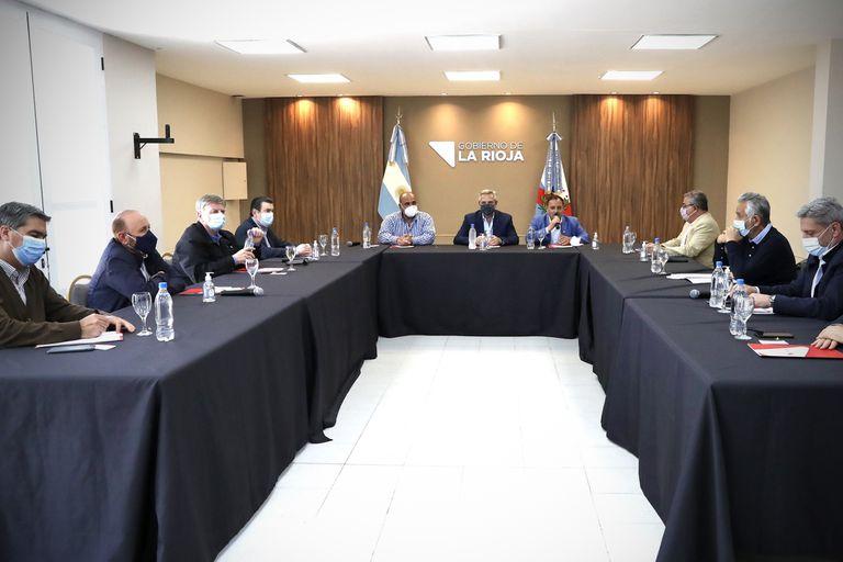 """Fernández buscó el apoyo de los gobernadores y acordó """"medidas de shock"""" para fomentar el consumo"""