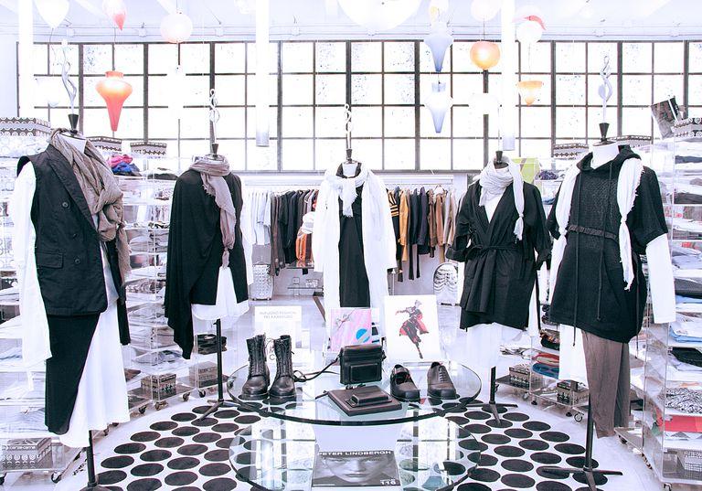 Reúnen piezas selectas de varias marcas y son la meca de la moda curada