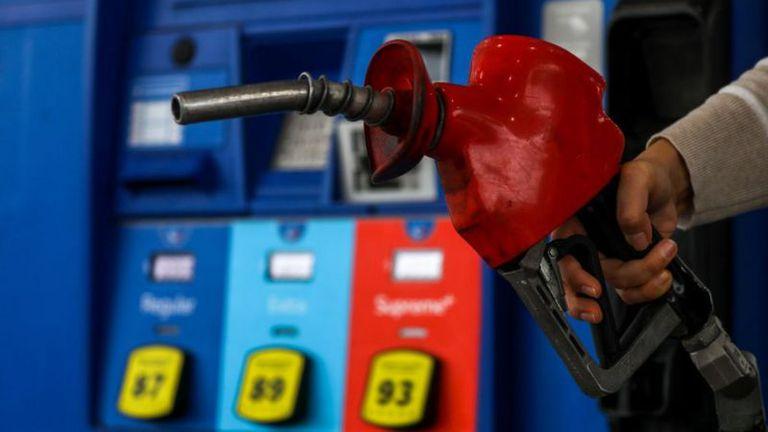 Por qué se disparó el precio del petróleo (y qué tiene que ver la inusual estrategia de algunos productores)