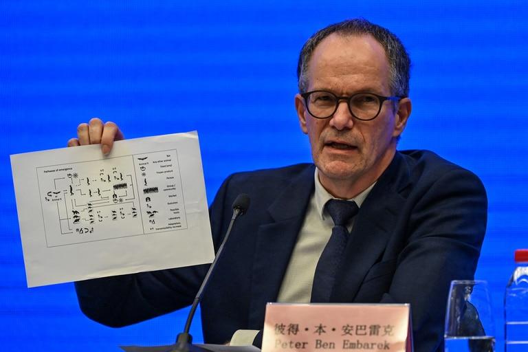 Peter Ben Embarek habla durante una conferencia de prensa para cerrar la visita de un equipo internacional de expertos de la Organización Mundial de la Salud (OMS) en la ciudad de Wuhan, en la provincia china de Hubei el 9 de febrero de 2021