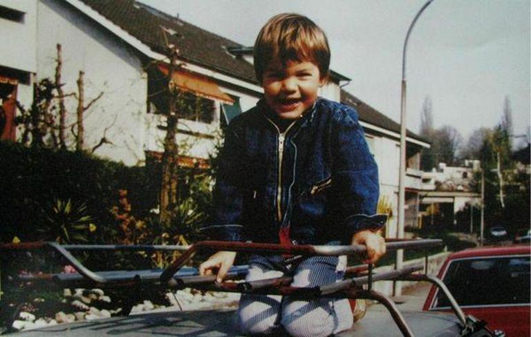El niño Roger: su infancia transcurrió en Münchenstein, una comuna del cantón de Basilea-Campiña, Suiza.
