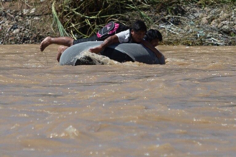 Todo método es utilizado para el cruce de la frontera entre la ciudad boliviana de Bermejo y la localidad salteña de Aguas Blancas