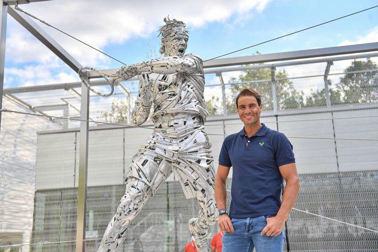 Roland Garros ensalza a Rafa Nadal con una estatua.  Un estatua en honor al 13 veces campeón se estrenó el jueves en la sede del Abierto de Francia