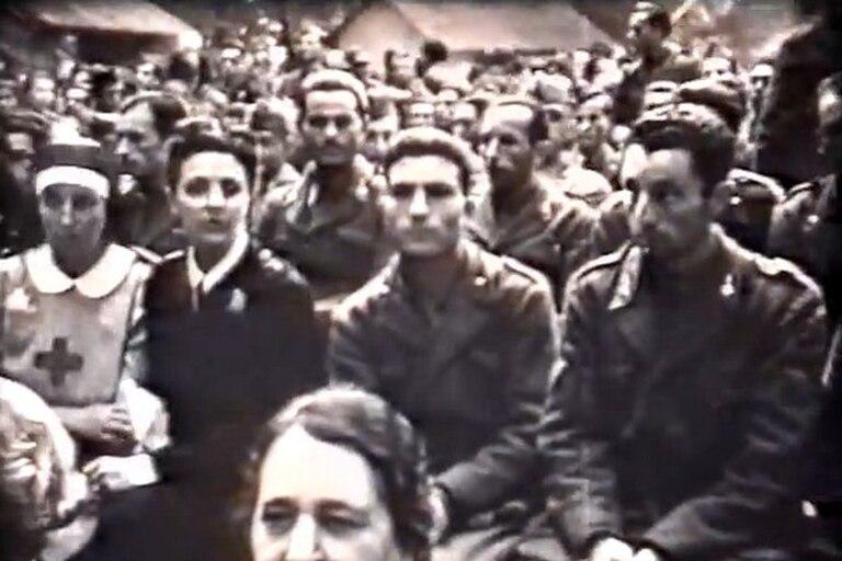 En el medio, una captura de video muestra a Francesco Brambilla, antes de partir al frente ruso en la Segunda Guerra Mundial en 1942