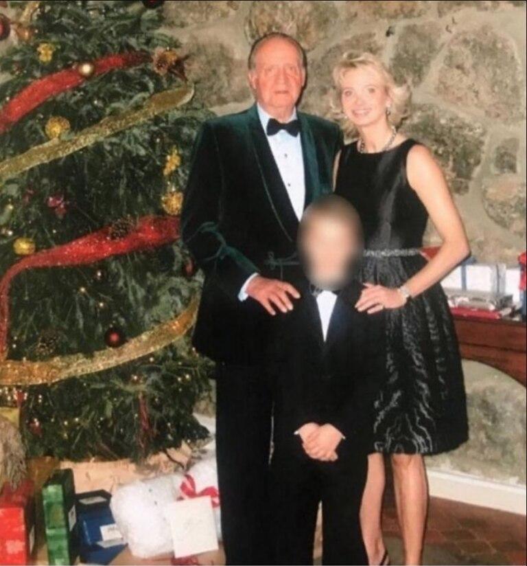 Corinna Larsen y su hijo menor Alexander zu Sayn-Wittgenstein junto al rey Juan Carlos I en Navidad