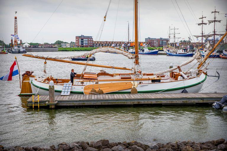 El Dragon Verde es una embarcación clásica, de madera y doble proa, que el pueblo le regaló a Beatriz con motivo de su casamiento, en 1966.