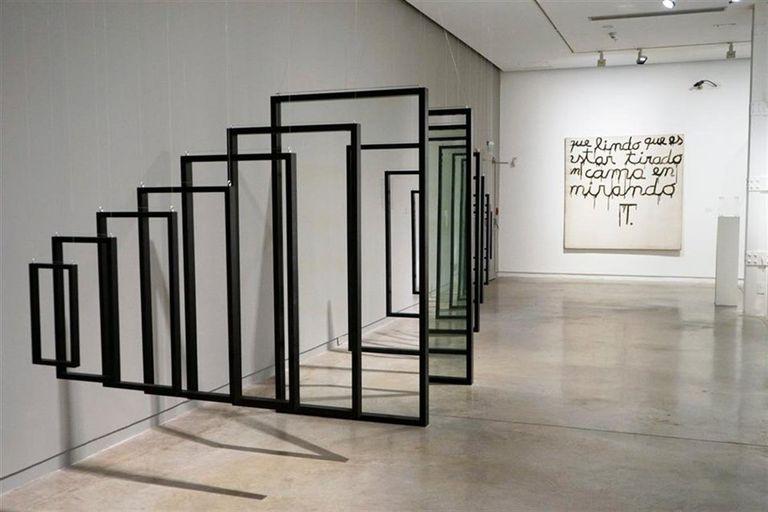 Verificación esquemática (1968), de Antonio Trotta (izq., colección Museo de Arte Moderno de Buenos Aires)