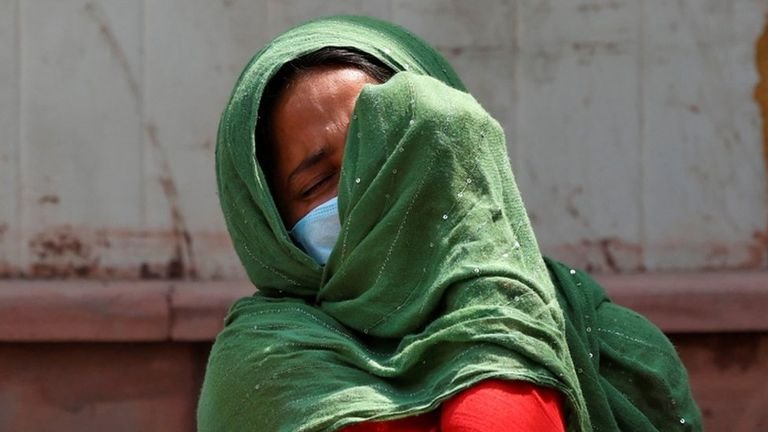 Se ve dolor y frustración a medida que los casos diarios de coronavirus en India alcanzan otro récord mundial