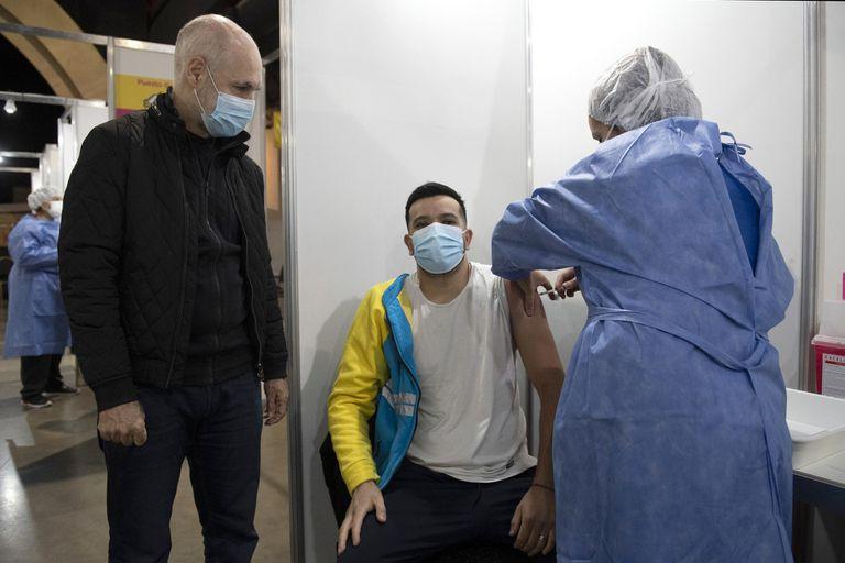 Horacio Rodríguez Larreta, el sábado, en el vacunatorio de La Rural