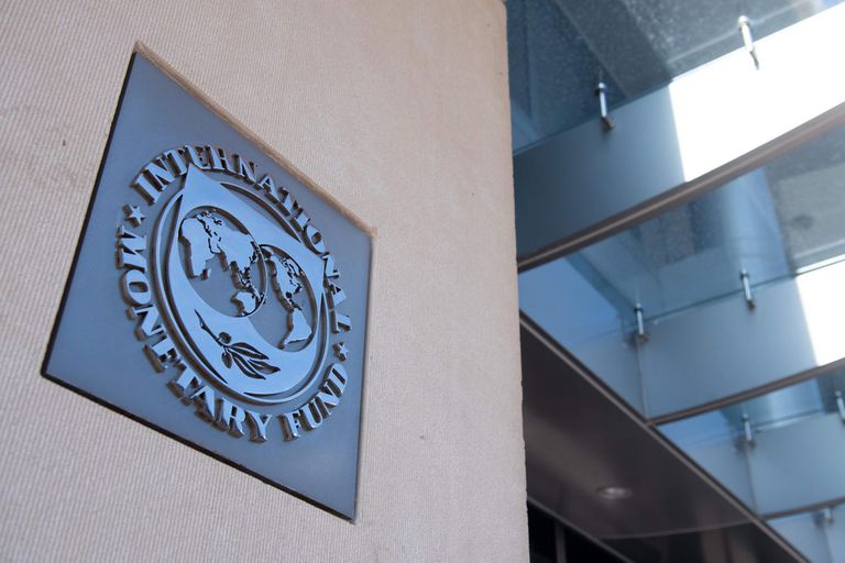 El FMI había acordado en septiembre del 2018 (en una enmienda al primer acuerdo sellado en junio) asistir con hasta US$57.000 millones a la Argentina.