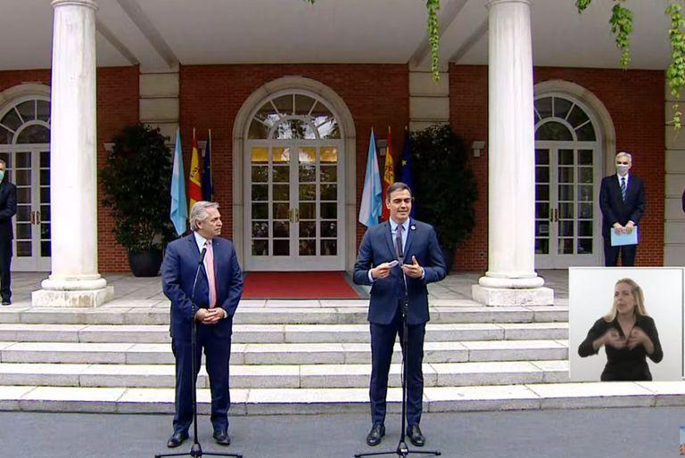 Alberto Fernández y Pedro Sánchez brindaron una conferencia conjunta desde el Palacio de la Moncloa