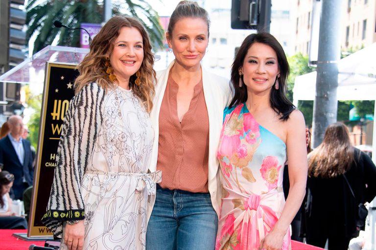 ¡Amigas son las amigas! Barrymore, Diaz y Liu, en el Paseo de la fama en Hollywood