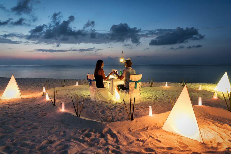 Luego de haberse comprometido en Punta Cana, vuelan a Asia para su festejo