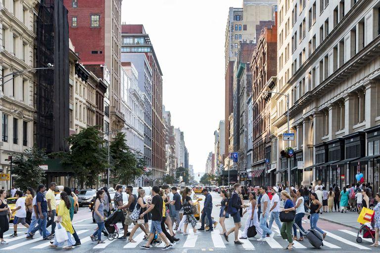 Vivir en Nueva York: los altos costos alimentan el éxodo por segundo año