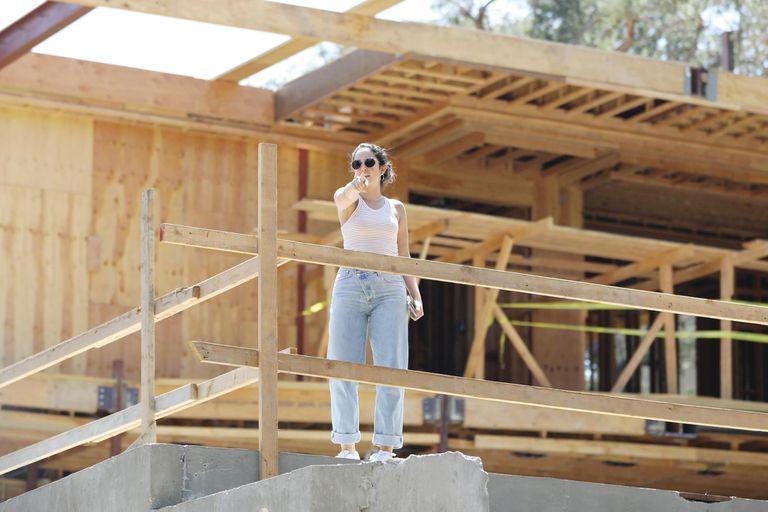 Jennifer recorre Los Ángeles en busca de la casa de sus sueños. Según trascendió, fue con Ben a recorrer esta mansión sin terminar en Bel Air.