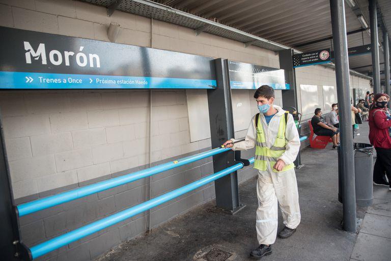 Proceso de sanitización de una estación de trenes