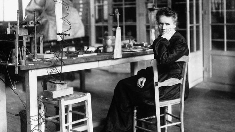 Marie Curie fue la primera persona en recibir dos premios Nobel en distintas especialidades, física y química, en 1903 y 1911 respectivamente