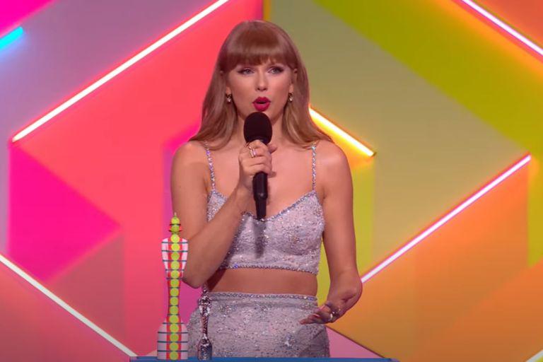 """Taylor Swift, al ser homenajeada como artista """"icónica"""" en los Brit Awards 2021"""