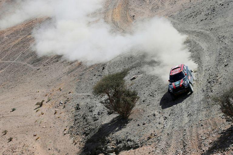 Rally Dakar. Orly Terranova disfruta de la aventura y Alonso sufre sus trampas