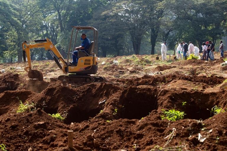 Tareas de ampliación en el cementerio Vila Formosa, en San Pablo