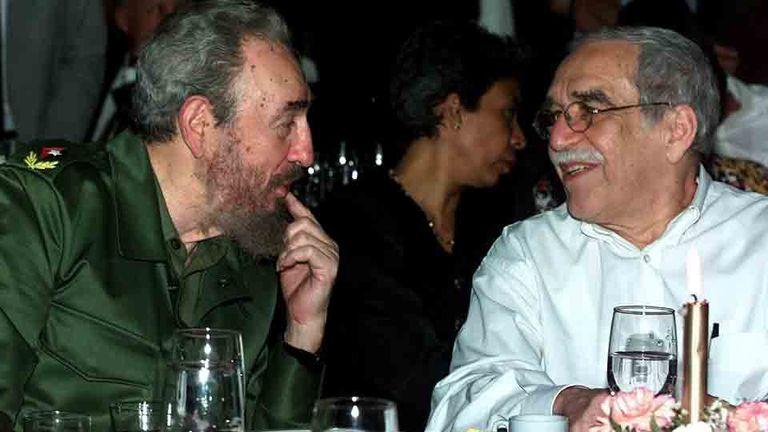 Fidel Castro, junto al escritor Gabriel García Márquez