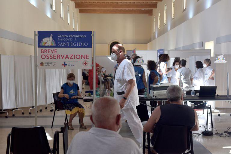 Italia reparte desde septiembre terceras dosis de la vacuna contra el Covid-19 a pacientes con inmunodeficiencia y otros grupos de riesgo
