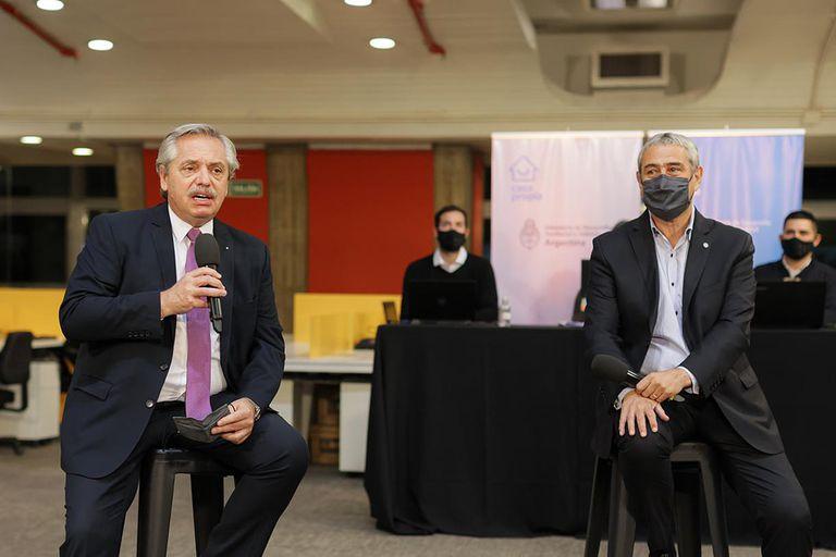 El presidente Alberto Fernández junto al ministro Jorge Ferraresi en el anuncio de nuevas líneas de crédito para vivienda