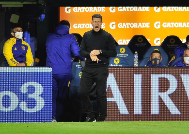 El nuevo líder de Boca, Sebastián Battaglia, que en esta nueva etapa se inclina por los jóvenes y algunos caciques