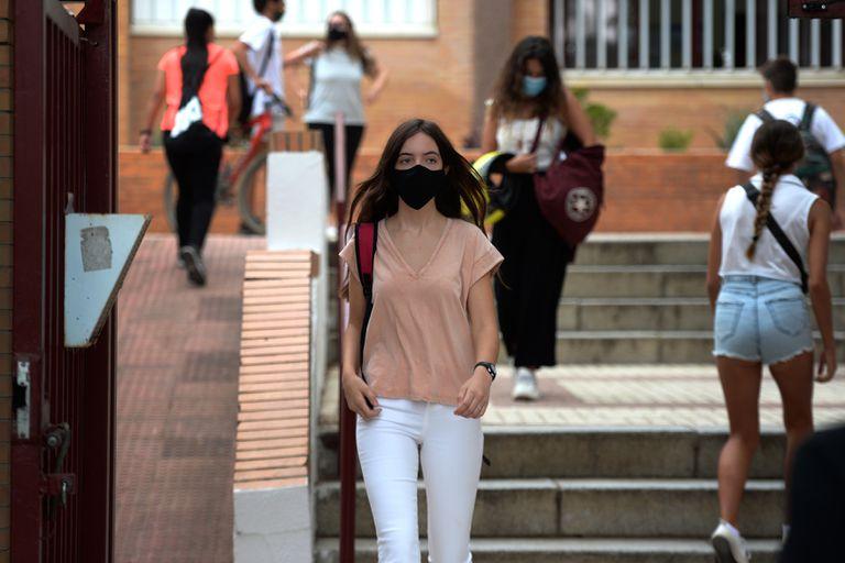 En Sevilla, España, los alumnos dan materias pendientes, antes del comienzo de las clases