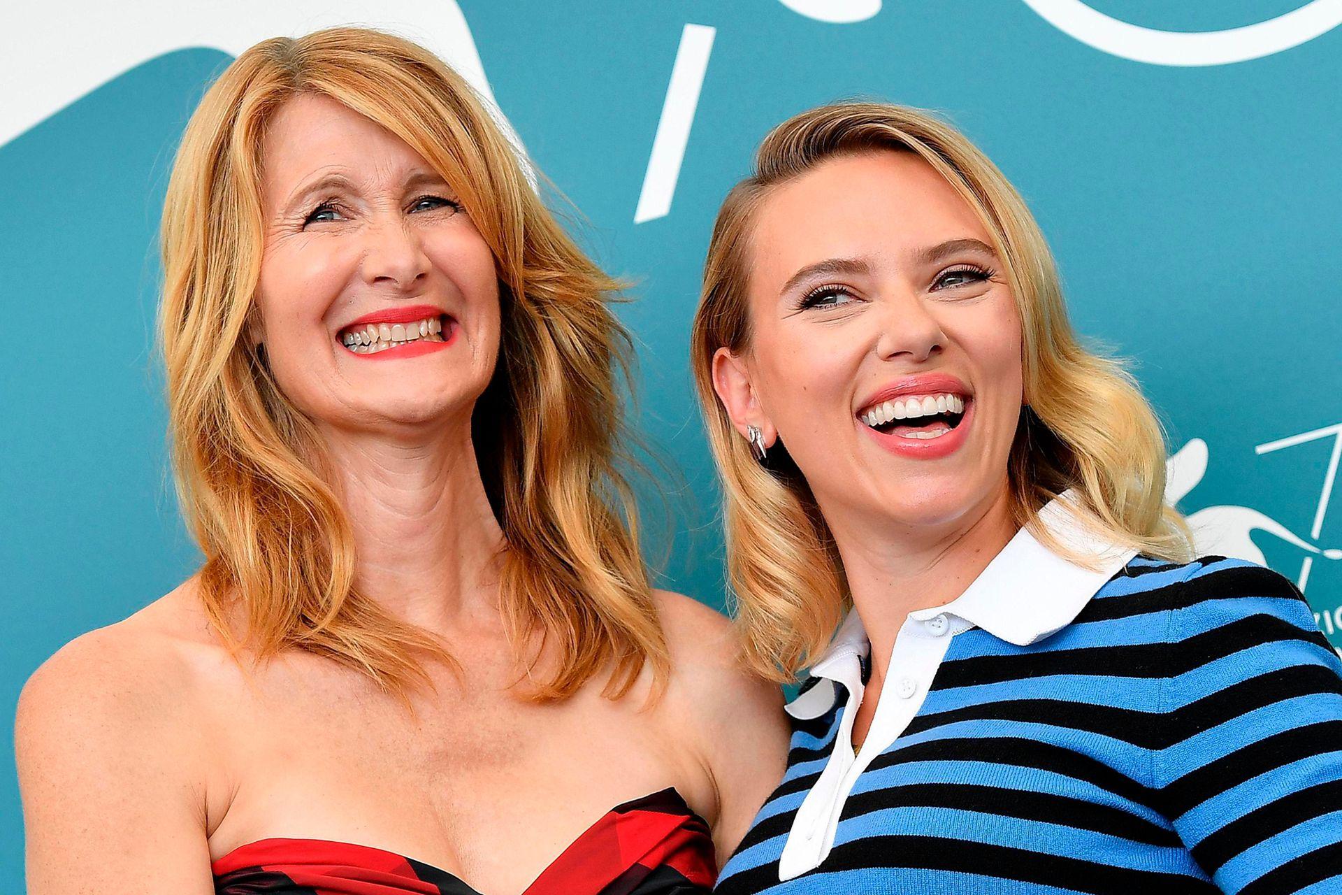 Johansson junto a Laura Dern, su compañera en el film de Baumbach