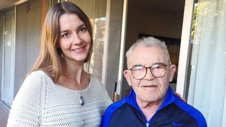 Lea Heitfeld, universitaria de 31 años, y Ben Stern, ex prisionero de los nazis en el campo de exterminio de Auschwitz, comparten vivienda en Berkeley, al norte de California