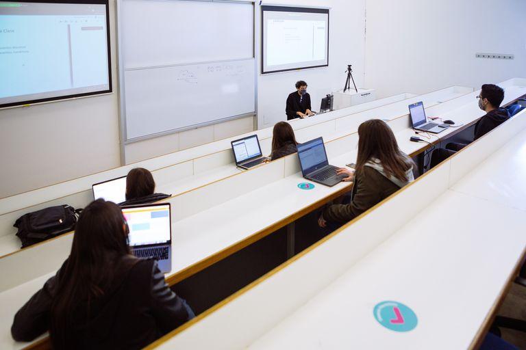 Las mujeres se consolidan como mayoría entre los graduados universitarios