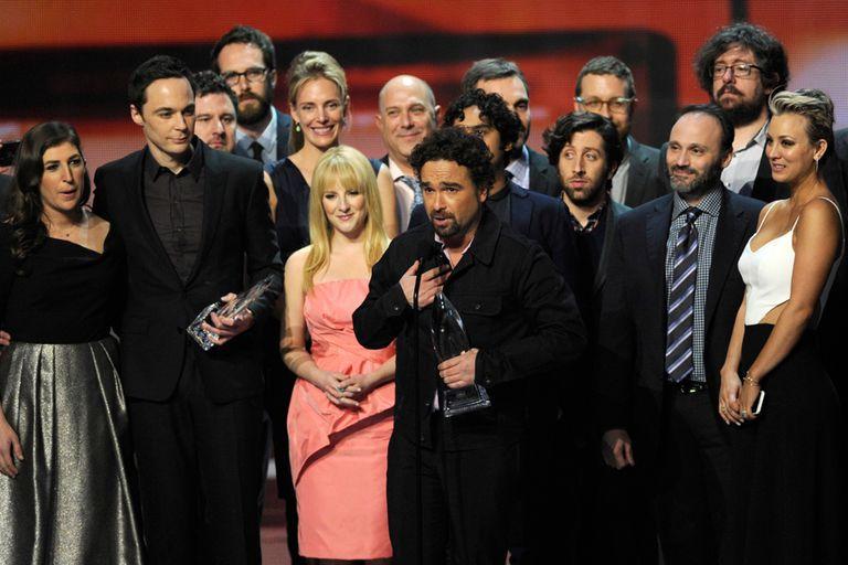 El elenco de The Big Bang Theory agradeciendo los premios