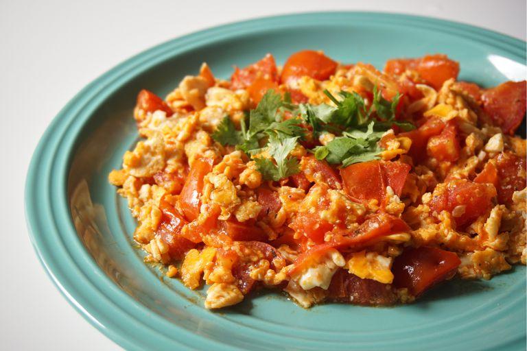 Bed u benedora, huevo revuelto con tomate al estilo sefaradí