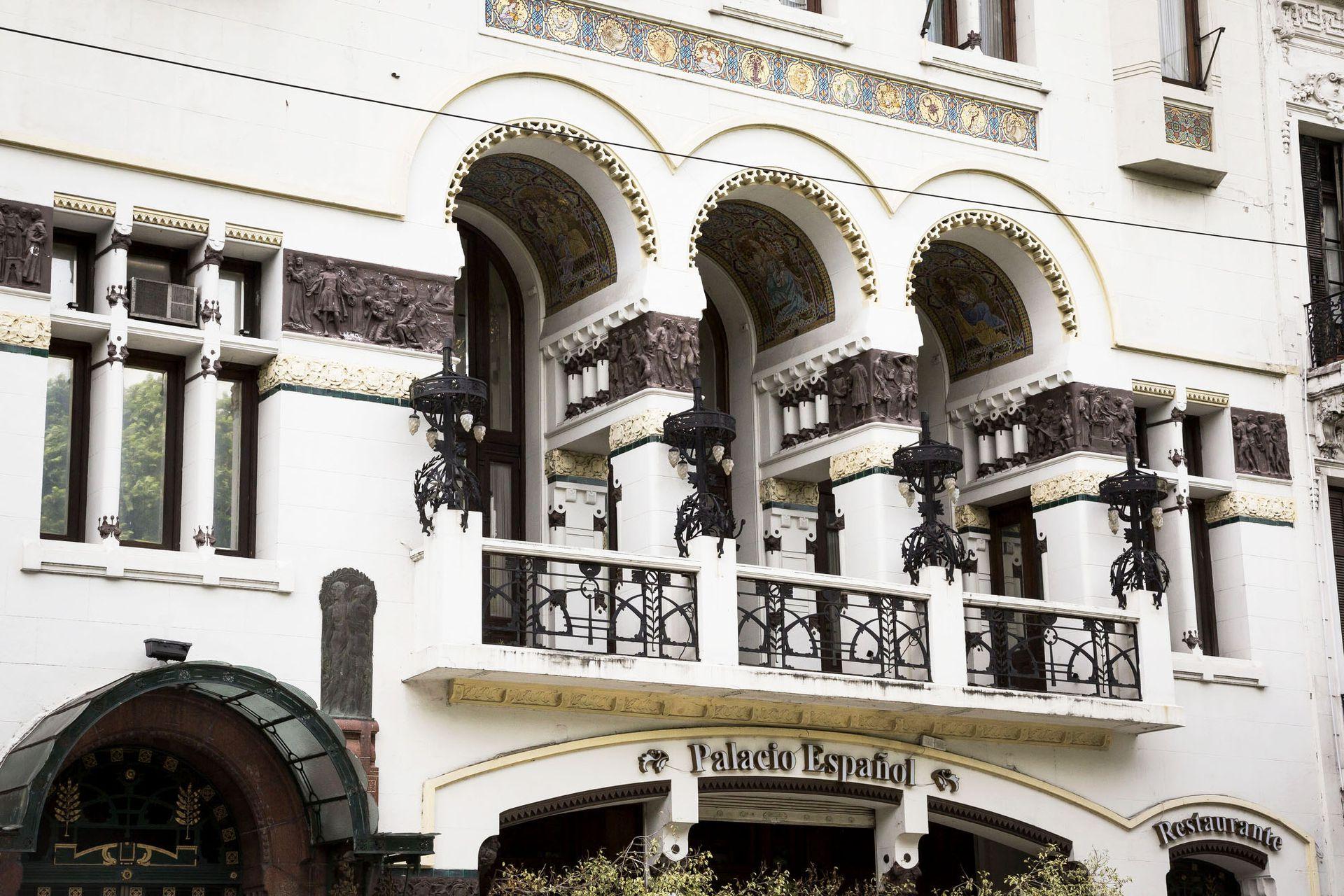 Club Español, una joya arquitectónica en el barrio de Monserrat