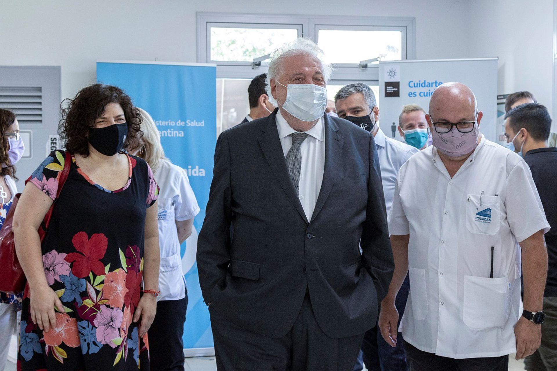 Ginés González García y Carla Vizzotti en el Hospital Posadas en donde comenzó la aplicación de la segunda dosis de la vacuna Sputnik V
