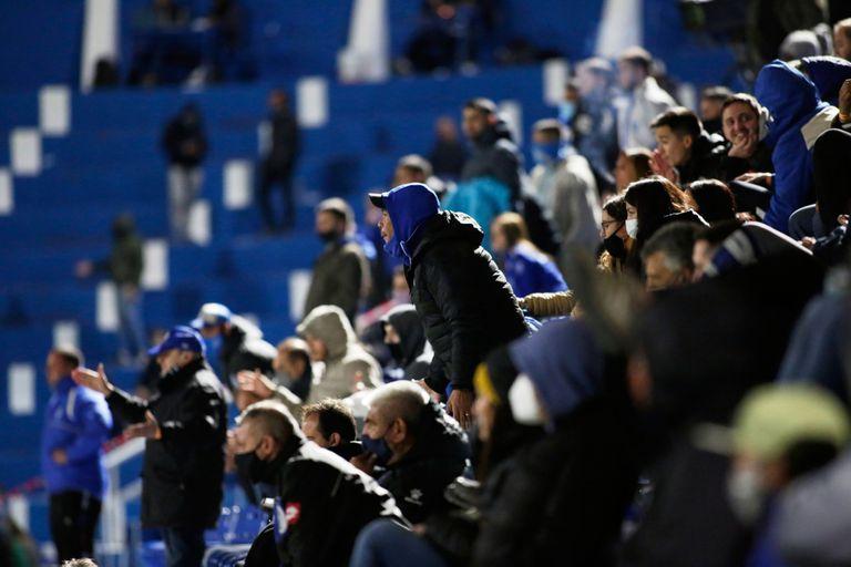 La Liga Profesional presentará la semana próxima el protocolo para el regreso de los hinchas a los estadios: propondrá cubrir hasta un 30% del aforo de las canchas.