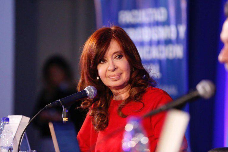 """Como senadora, Cristina Kirchner ha gozado de la llamada """"doctrina Menem"""" que le permitió mantenerse en la banca a pesar de los pedidos de prisión preventiva y desafuero en su contra"""